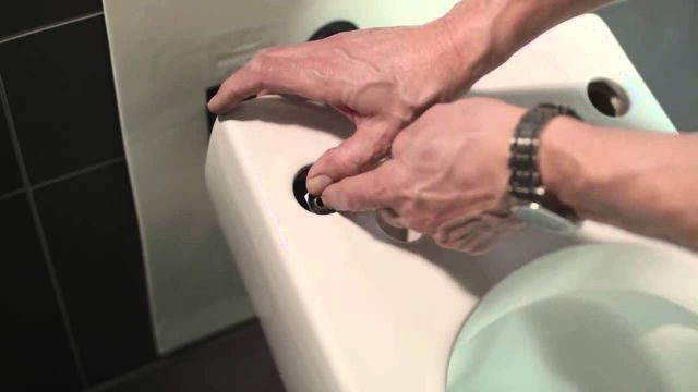 Embedded thumbnail for Villeroy & Boch: Montage Dusch-WC ViClean-L